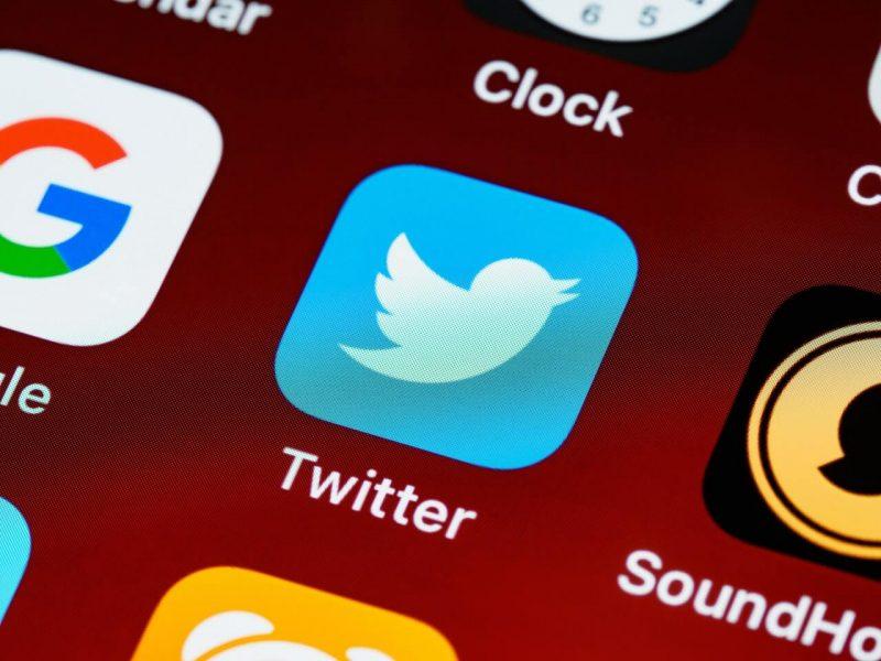 twitter despachos abogados