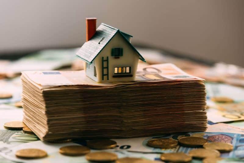 acusar blanqueo capitales guardar casa dinero efectivo